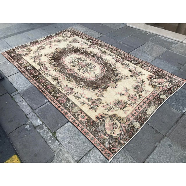 Abstract Oushak Anatolian Handwoven Tribal Rug - 5′1″ × 8′3″ For Sale - Image 3 of 11