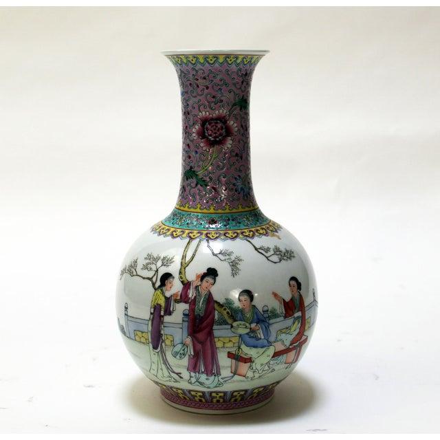 Chinese Bottle Shaped Porcelain Vase - Image 5 of 8