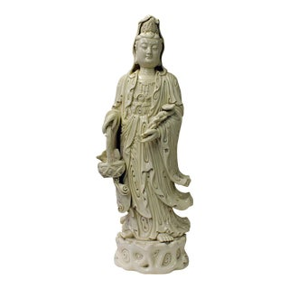 Quality Chinese White Porcelain Kwan Yin Holding a Ru Yi & Basket Figure Statue For Sale