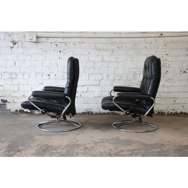 1960s Vintage Black Leather Ekornes Stressless Lounge Chairs & Ottomans - a Pair For Sale - Image 5 of 9