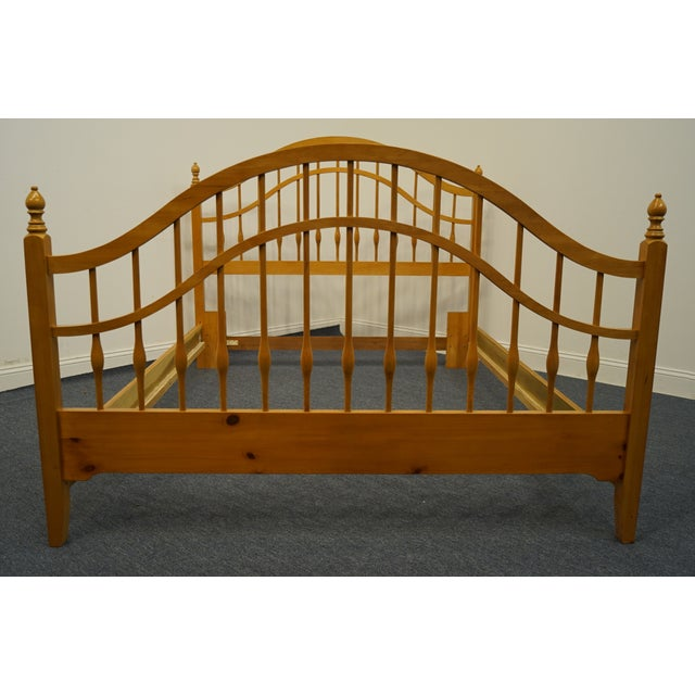Late 20th Century Vintage Thomasville Furniture Solid Knotty Pine Queen Size Spindle Bed For Sale - Image 5 of 10