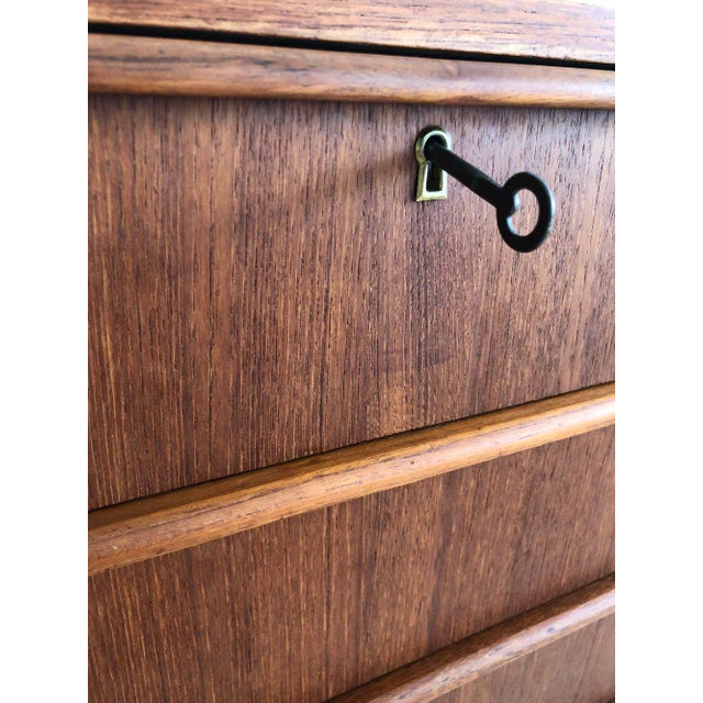 1950s Scandinavian Teak Tallboy Chest of Drawers With Key For Sale - Image 9 of 12
