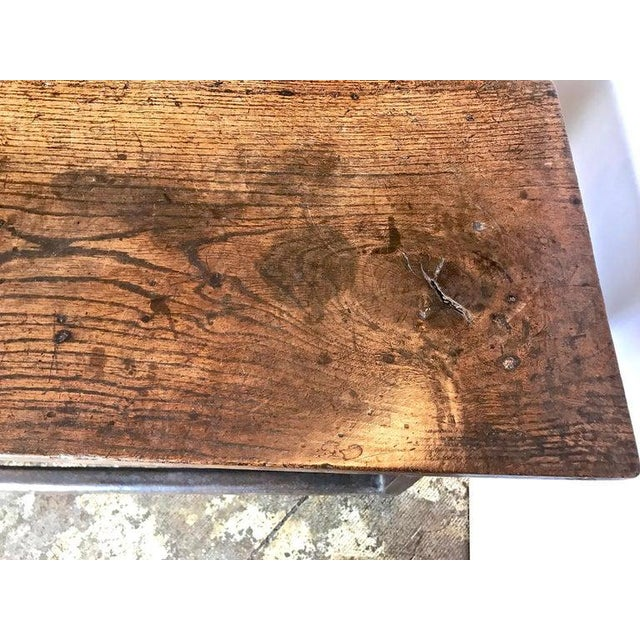 17th Century English Gateleg Table For Sale In Los Angeles - Image 6 of 8