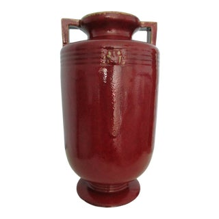 20th Century Chinoiserie Global Views Oxblood Red Double Handled Vase For Sale