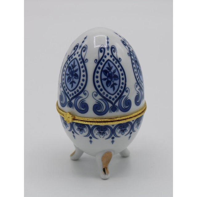 Floral Blue and White Porcelain Egg Shaped Ring Box For Sale - Image 9 of 13
