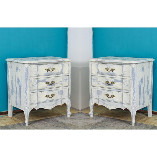 French Provincial Mid Century Cream Nightstands - a Pair For Sale In Miami - Image 6 of 6