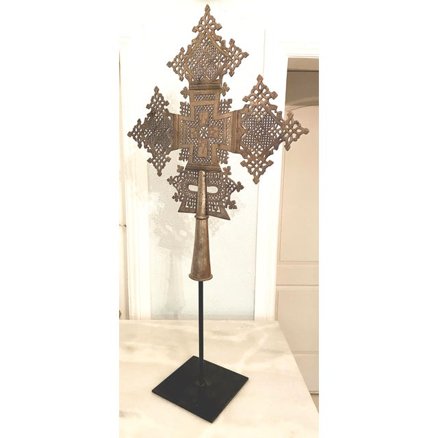 Tribal Mid 20th Century Large Ethiopian Coptic Processional Metal Cross on Black Metal Stand For Sale - Image 3 of 13