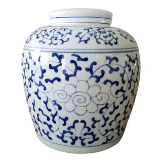 Vintage Chinoiserie Blue & White Ginger Jar For Sale