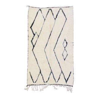 1990s Beni Ourain Moroccan Rug-4′11″ × 8′6″ For Sale