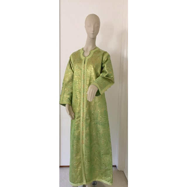 Moroccan Kaftan in Green and Gold Brocade Metallic Lame For Sale - Image 11 of 12