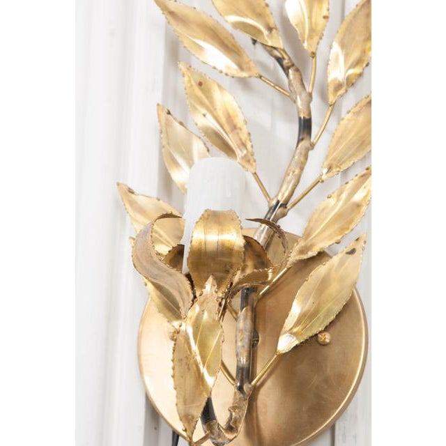 "1970s Pair of French Vintage Gilt-Brass Single-Arm ""laurel Leaf"" Sconces For Sale - Image 5 of 9"