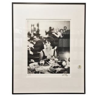 Elizabeth Taylor at the Pump Room Photograph For Sale