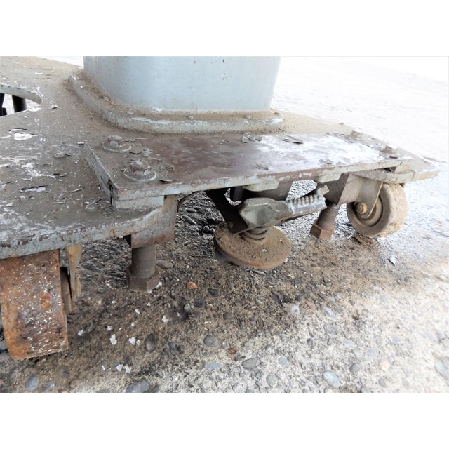 Vintage Midwest Tool & Engineering Co. Hydraulic Lift Table For Sale - Image 5 of 13