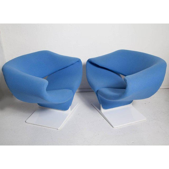 Mid-Century Modern Vintage Pair of Ribbon Chairs by Pierre Paulin, Model F582 for Artifort For Sale - Image 3 of 11