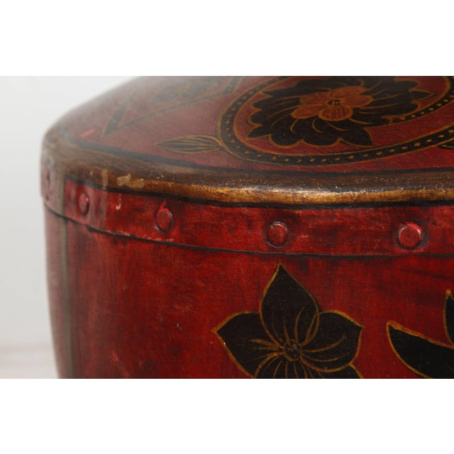 Early 20th Century Kashmiri Indo-Raj Red Hand-Painted Metal Jar Vessel For Sale - Image 5 of 8