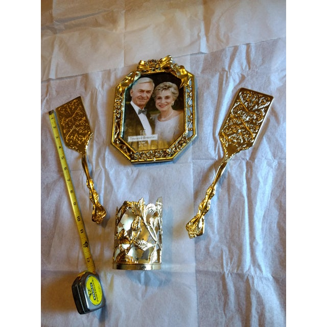 This 4pc set includes 2 lasagna servers , which are 12 in long. Top that with the 5 X 7 picture frame. Made by Ganz. &...