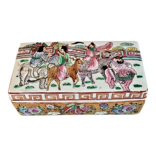 Chinese Qianlong Style Famille Rose Lidded Porcelain Trinket Box For Sale