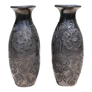Vintage Signed Dona Rosa Barro Negro Mexican Pottery Vases - a Pair For Sale