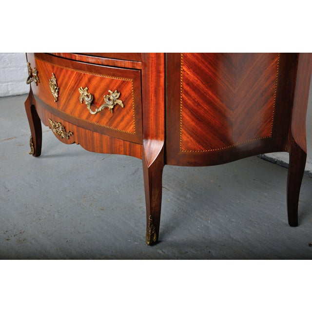 Antique French Louis XV Mahogany Inlay Marquetry Large Commode W/ Marble Top For Sale In New York - Image 6 of 13
