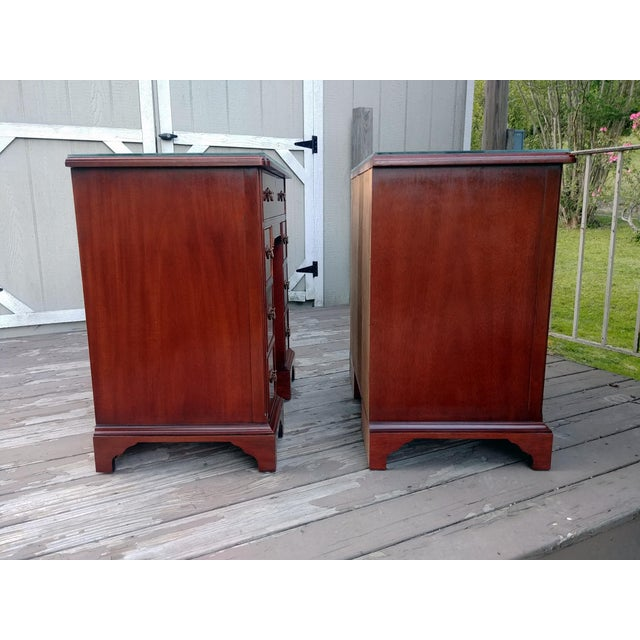 Hickory Chair Mahogany Mount Vernon Bureau Tables - a Pair For Sale - Image 6 of 13