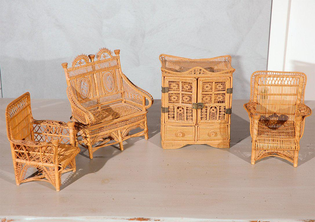 World Class Doll House Furniture A Set Decaso