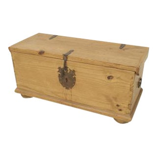 American Country (20th Cent) pine floor trunk For Sale