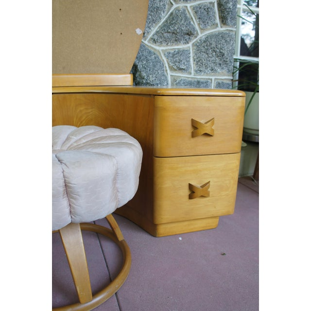 Maple Heywood Wakefield Rio Champagne Maple Vanity & Stool For Sale - Image 7 of 11