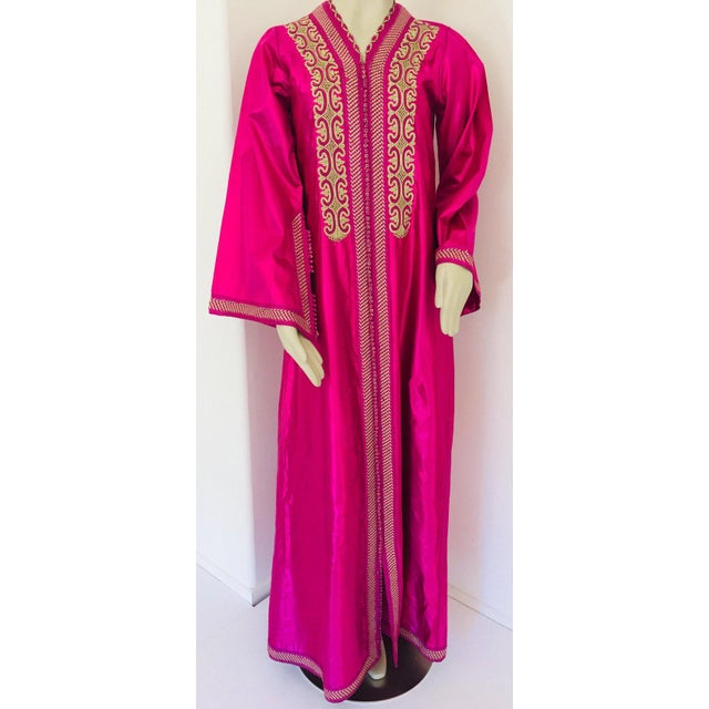 Moroccan Vintage Caftan 1970s Kaftan Maxi Dress Hot Pink Fuchsia For Sale - Image 13 of 13
