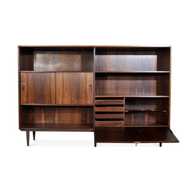 "Danish Modern Danish Mid Century Hundevad Rosewood Bookcase - ""Avallersuaq"" For Sale - Image 3 of 7"