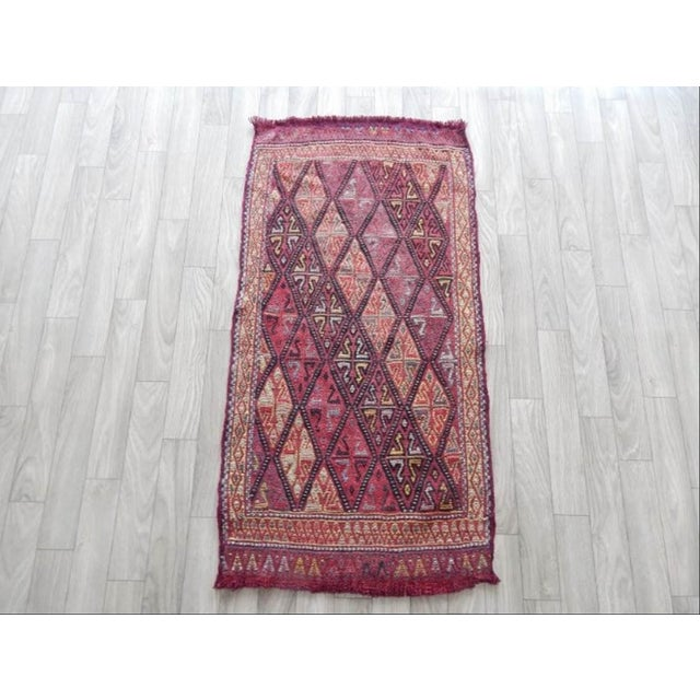 Vintage Small Turkish Rug 18.5'' X 35.8'' / 47x91cm Hand woven with high quality pure wool Excellent condition From Turkey...