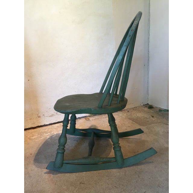 Americana Child's Painted Antique 19th Century Windsor Rocking Chair For  Sale - Image 3 of 10 - Child's Painted Antique 19th Century Windsor Rocking Chair Chairish