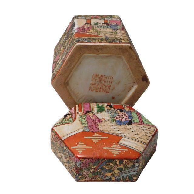 Chinese Decorative Porcelain Box - Image 5 of 6