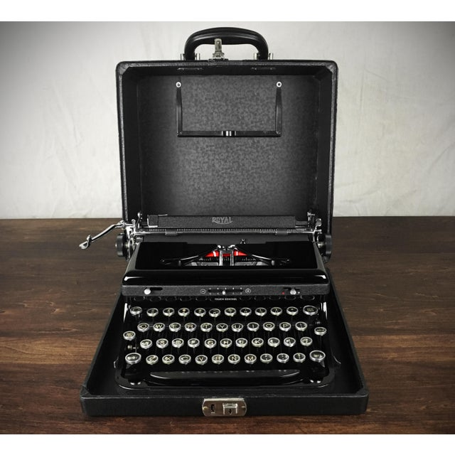 Art Deco Refurbished 1930s Vintage Royal Glossy Black Model O (Model A) Portable Typewriter For Sale - Image 3 of 8