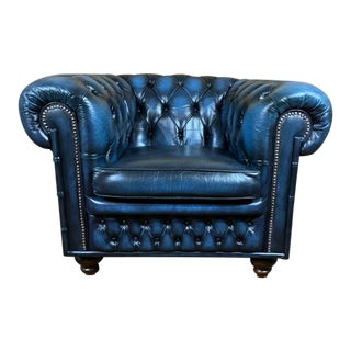 Vintage Mid-Century English Blue Leather Chesterfield Club Chair For Sale
