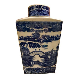 Vintage Asian Chinoiserie Blue Willow Porcelain Ginger Jar For Sale