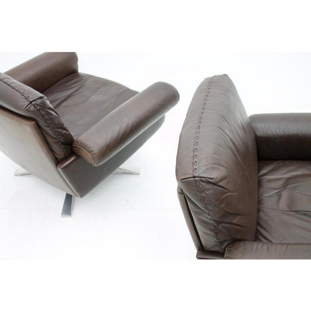 Pair of Swivel Leather Lounge Chairs Ds 31 by De Sede, 1970s For Sale - Image 6 of 9