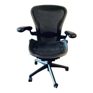 Herman Miller 'Aeron' Office / Desk Chair in Graphite Size For Sale