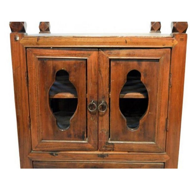 Mid 19th Century Antique Chinese 1800s Dark Brown Lacquered Bedside Cabinet  with Lattice Sides For Sale - Fine Antique Chinese 1800s Dark Brown Lacquered Bedside Cabinet With