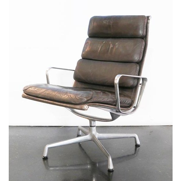 American Eames Aluminum Group Lounge Chair & Ottoman For Sale - Image 3 of 8