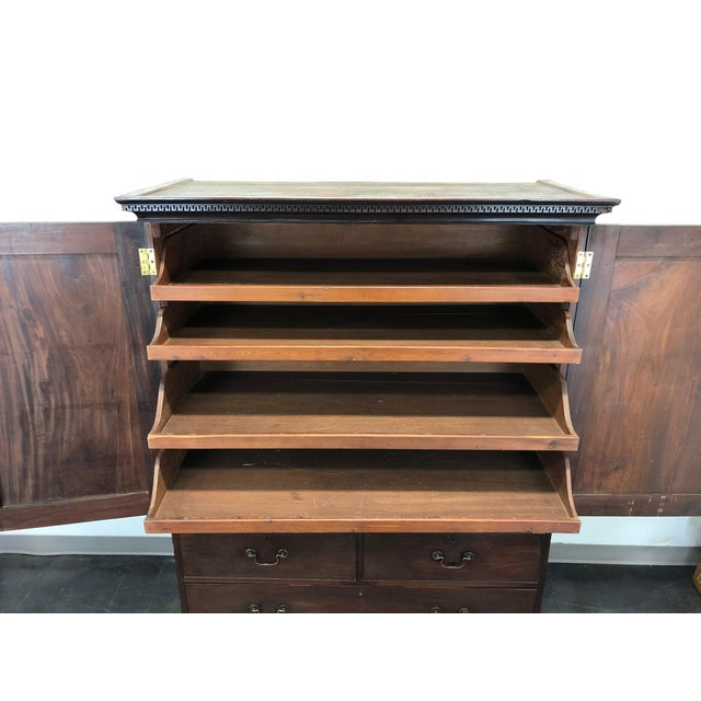 Antique Late 18th / Early 19th Century Walnut & Mahogany Chippendale Linen Press For Sale In Charlotte - Image 6 of 13