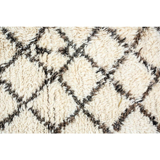 Vintage Midcentury Beni Ouarain Moroccan African Rug For Sale In Los Angeles - Image 6 of 10