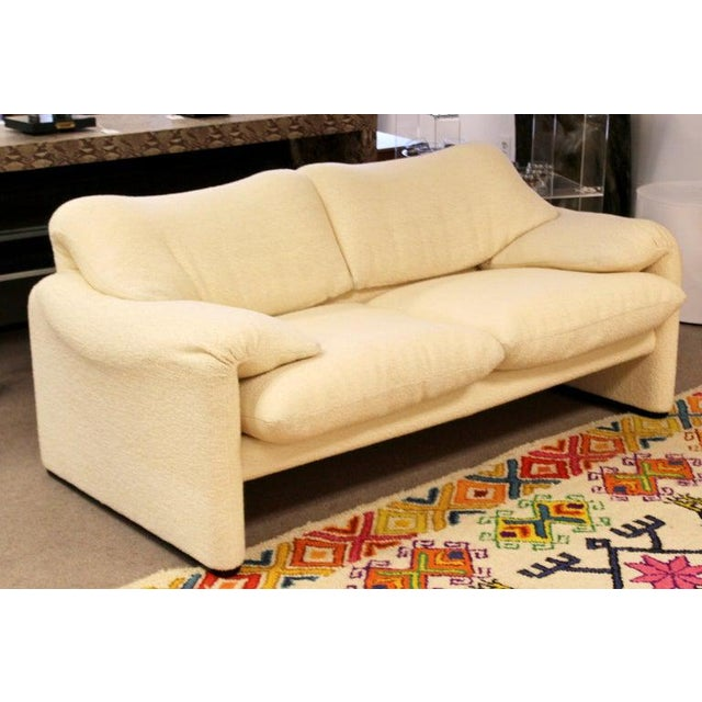 Cassina Mid-Century Modern Atelier Int Maralunga Sculptural Loveseat by Magistretti for Cassina For Sale - Image 4 of 10