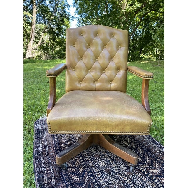1960s Vintage Executive Tufted Leather Swivel Office Desk Chair For Sale - Image 5 of 13