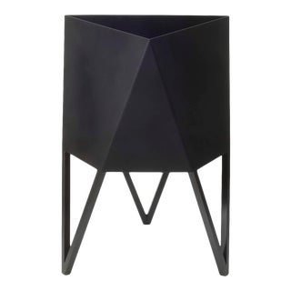 Small Deca Planter in Matte Black by Force/Collide, Indoor/Outdoor Steel For Sale