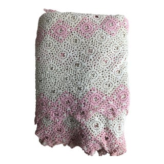 Early Vintage Floral Crochet Bedspread Coverlet Sawtooth Edge For Sale