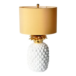 1970s Vintage Ceramic White and Gold Pineapple Lamp For Sale