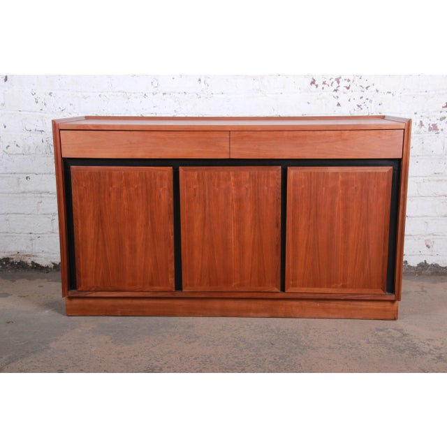 Merton Gershun for Dillingham Mid-Century Modern Walnut Sideboard Credenza For Sale - Image 11 of 11