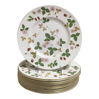 Wedgwood Wild Strawberry Dinner Plates - Set of 11 For Sale