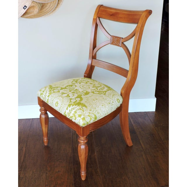Beautiful Accent chair with gorgeous linen batik print. Accent trim in the same batik pattern. It has simple, classic...