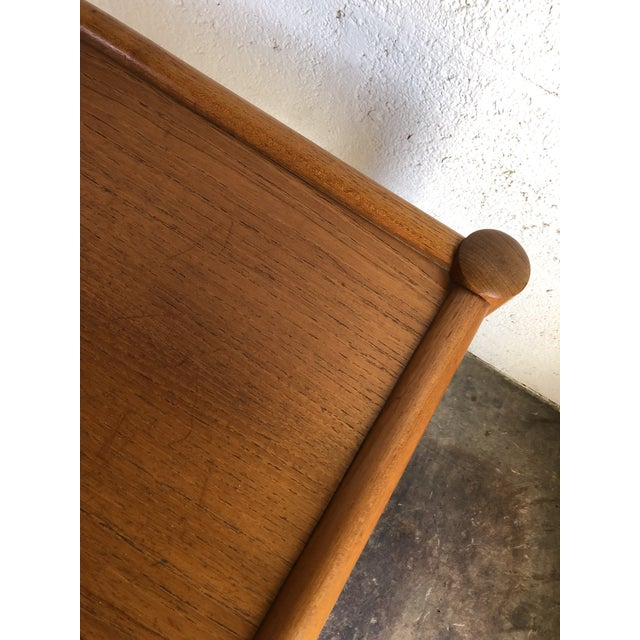 1970s Vintage Mid Century Danish Modern End Table. For Sale - Image 5 of 10